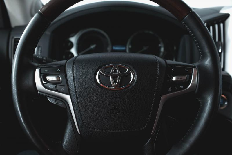 Toyota Land Cruiser 4.5 TD AT (249 л. с.) Престиж