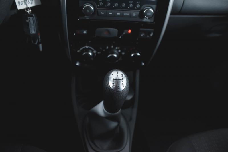 Nissan Terrano 1.6 MT (102 л. с.) Comfort