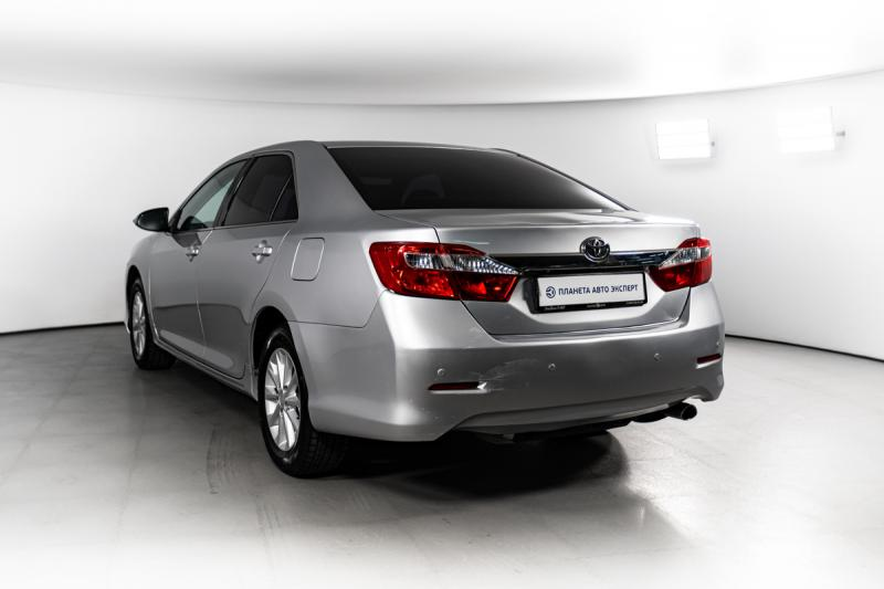 Toyota Camry 2.5 AT (181 л. с.)